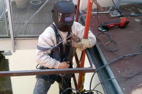 Svařování konstrukce pro sítě proti holubům